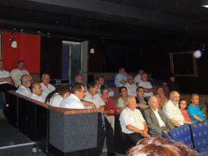 Les musiciens ont pris place pour écouter confortablement assis les choristes