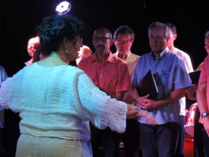 Et tous en chœur ont entonné l'accord final de ce dernier morceau dirigé par Françoise dans un geste large !
