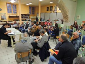 Gérard Vardon dirige les débats devant les musiciens très à l'écoute.