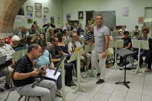 Jean-Michel Laclaverie Président de Agen Orchestra devant les musiciens rassemblés pour la première fois