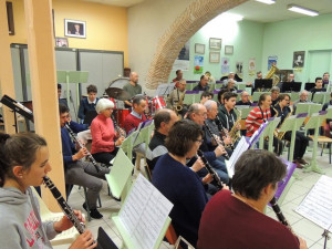 Les clarinettes 1 presque de dos et clarinettes 2 au second rang, mais un peu cachées