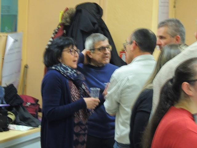 Les autorités de la Mairie d'Agen Mme Maïoroff, M Delas conversant à J.M. Laclaverie (de dos) et M Nani tout à fait à droite.