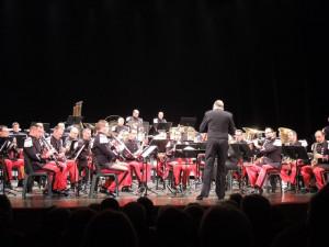 Le chef de musique dirige ll'orchestre