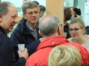 Toujours Pascal et Didier, Tilda qui répond à Clément Baron de dos