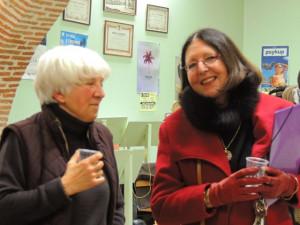 A gauche Marie Blanche Gomez et Marie Joëlle en manteau rouge et gants assortis! très souriante
