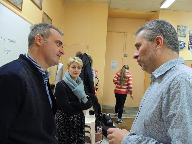 Eric Larcher  et Laurent Nani qui expose son point de vue Véronique très attentive
