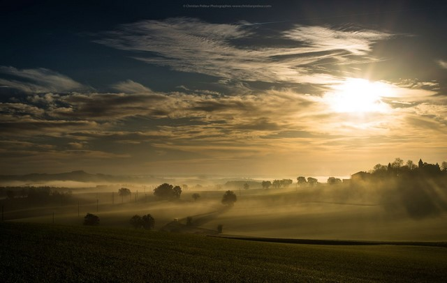 La campagne gersoise dans la brume. Photo Christian Prêleur
