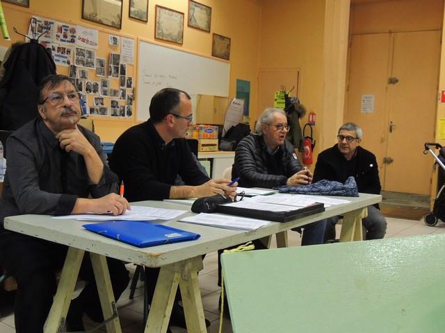 Monsieur Jean Pinasseau donne des explications au sujet de la salle du conservatoire