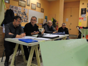 Le Président Laclaverie répond à des musiciens sur des questions concernant cette salle et son accès