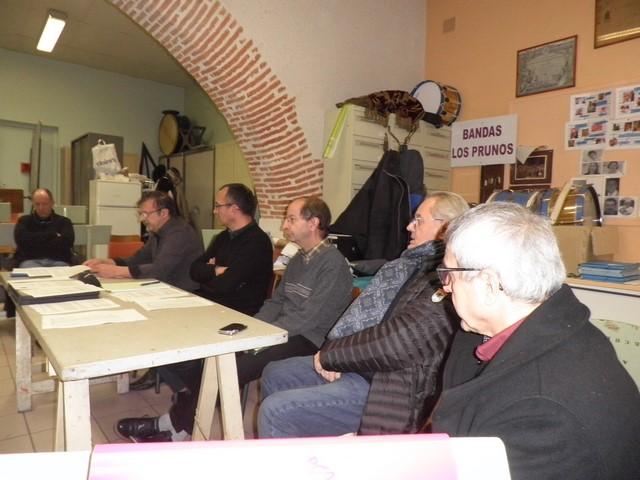 La table des membres du C.A. et des invités M Delas et M Pinasseau-Gérard commence la lecture du Rapport moral