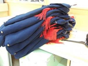 Des vestes sur leur cintres