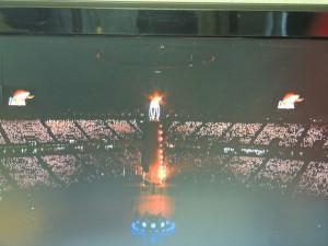 La flamme et les flammes  symbolisant les deux Corée du Nord et du sud