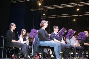 Les clarinettes suivent sur leur partition