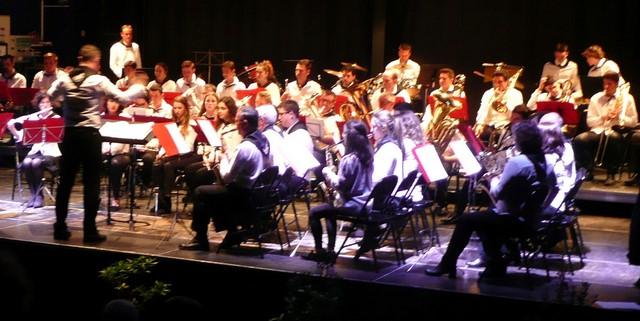 Les jeunes musicens exécutent un dernier morceau sous la direction du Chef de l'Orchestre d'Harmonie Mugronnaise