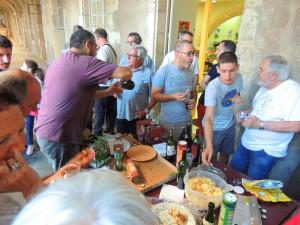 Les convives ont fait honneur aux plats et boissons apportées