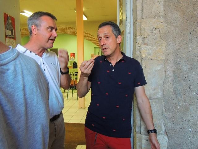 Eric et Gilles discutent ...