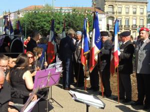 Les flûtes juste à l'entrée, avec en face une partie des porte-drapeaux