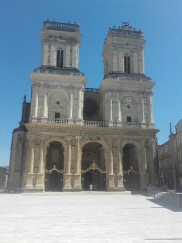"""Et voici la façade de la cathédrale """"Sainte-Marie"""""""