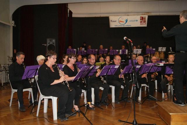 A gauche les Clarinettes,les cornets et au fond les cuivres