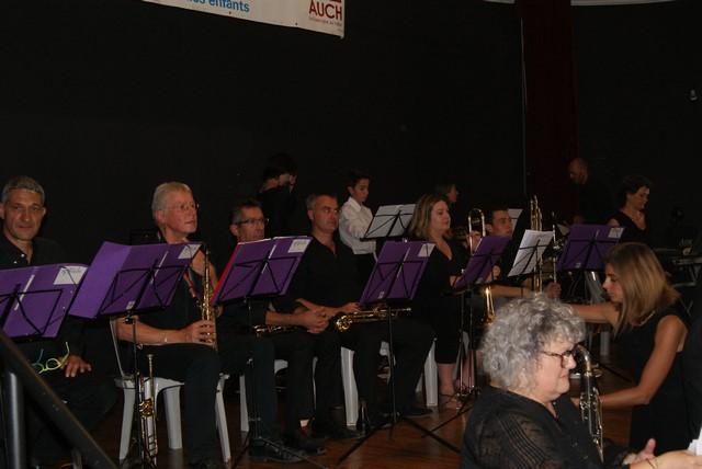Thierry et les trompettes à gauche suivi des trombones