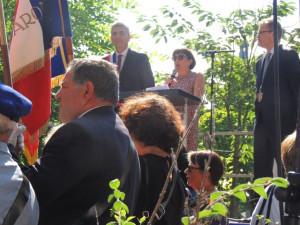 Laurence Maïoroff ouvre la cérémonie en retraçant l'historique de cette statue