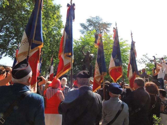 La Marseillaise sur son piedestal - Hommage rendu par les porte-drapeaux français et allemand, les autorité et toute l'assistance