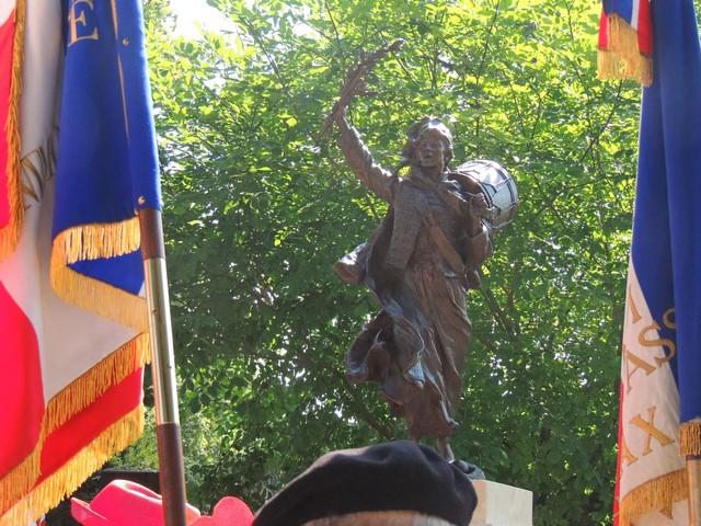 """La statue """"La Marseillaise""""  en marche pour une nouvelle aventure....."""