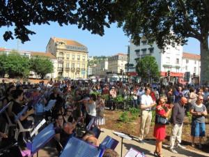 Les musiciens à l'écoute tout comme les spectateurs venus assister à cette inauguration